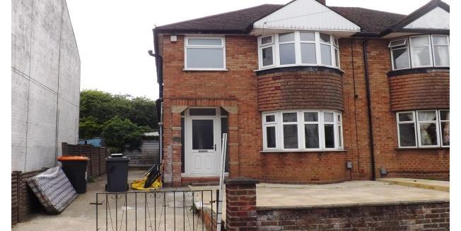 £1,000 per Calendar Month, 3 Bedroom Semi Detached House To Rent in Dunstable, LU6