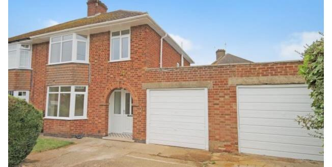 £2,300 per Calendar Month, 4 Bedroom Detached House To Rent in Northampton, NN4