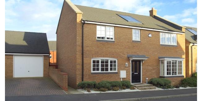 £1,250 per Calendar Month, 4 Bedroom Town House To Rent in Northampton, NN5