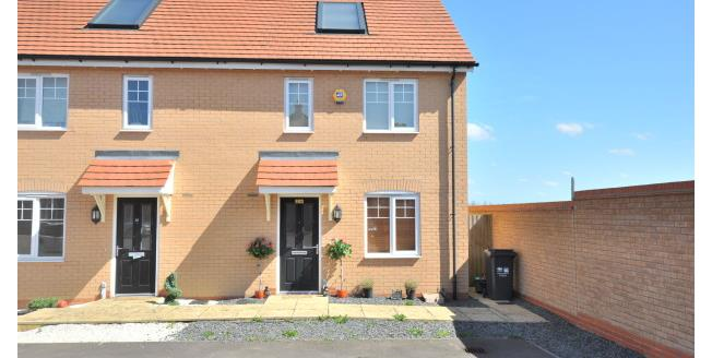 £1,000 per Calendar Month, 3 Bedroom House To Rent in Northampton, NN5