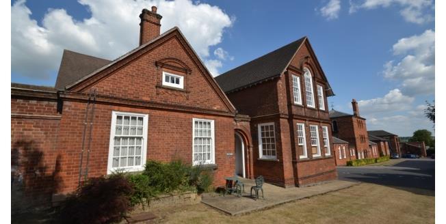 £720 per Calendar Month, 2 Bedroom Flat To Rent in Wellingborough, NN8