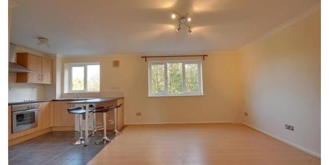 £975 per Calendar Month, 2 Bedroom Flat To Rent in Watford, WD18