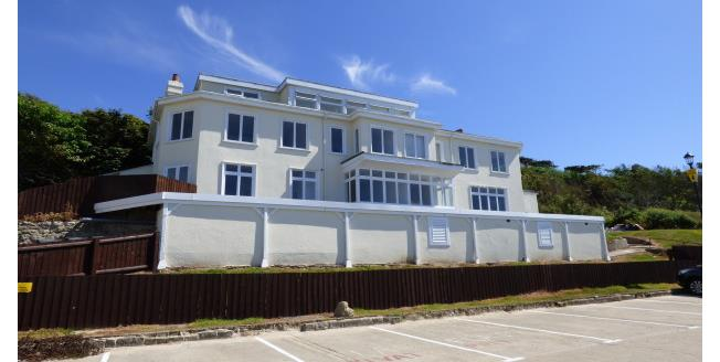 £750 per Calendar Month, 2 Bedroom Apartment To Rent in Totland Bay, PO39