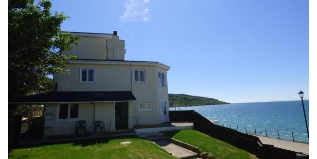 £745 per Calendar Month, 2 Bedroom Apartment To Rent in Totland Bay, PO39