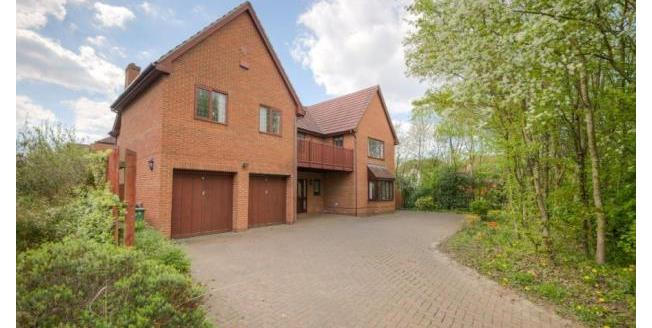 £2,995 per Calendar Month, 5 Bedroom Detached House To Rent in Shenley Lodge, MK5