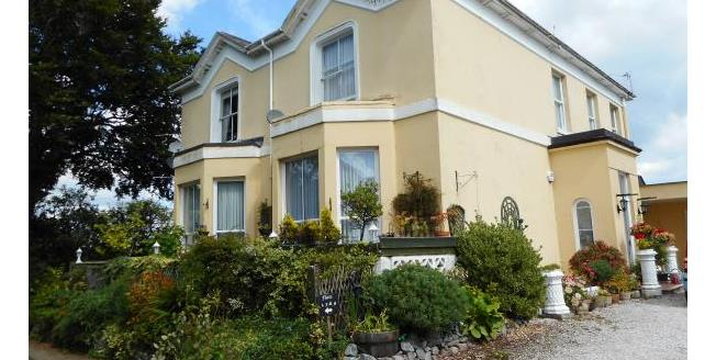 Guide Price £90,000, 2 Bedroom Flat For Sale in Torquay, TQ2