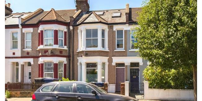 Guide Price £525,000, 2 Bedroom Apartment For Sale in W4