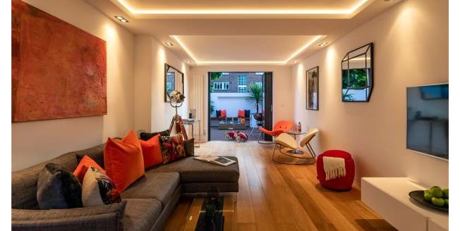 Guide Price £1,800,000, 5 Bedroom End of Terrace House For Sale in W4