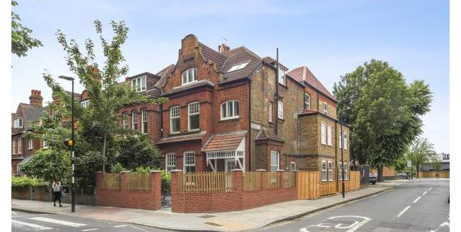 Asking Price £665,000, 2 Bedroom Maisonette For Sale in London, W4