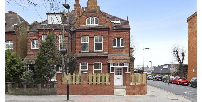 Asking Price £559,000, 2 Bedroom Apartment For Sale in London, W4