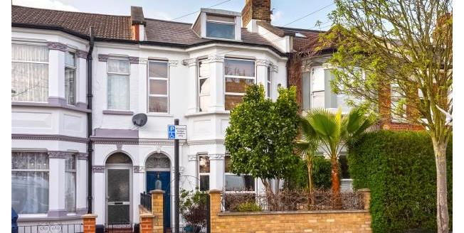 Asking Price £1,350,000, 8 Bedroom Terraced House For Sale in W12