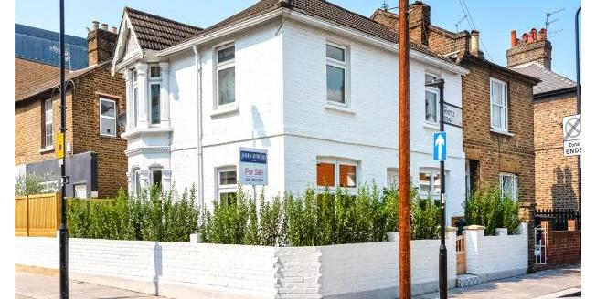 Asking Price £925,000, 3 Bedroom House For Sale in London, W3