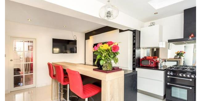 Asking Price £870,000, 4 Bedroom House For Sale in W4