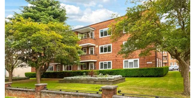 Asking Price £750,000, 2 Bedroom Apartment For Sale in Chiswick, W4