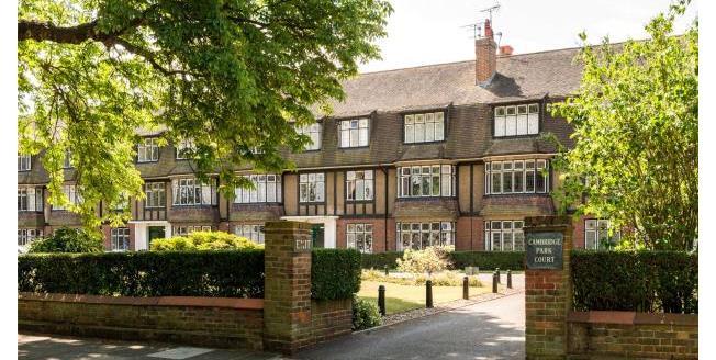 Asking Price £565,000, 2 Bedroom Apartment For Sale in Twickenham, TW1