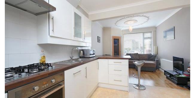Asking Price £350,000, 1 Bedroom Apartment For Sale in Twickenham, TW1