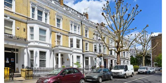 Asking Price £900,000, 2 Bedroom Apartment For Sale in SW5