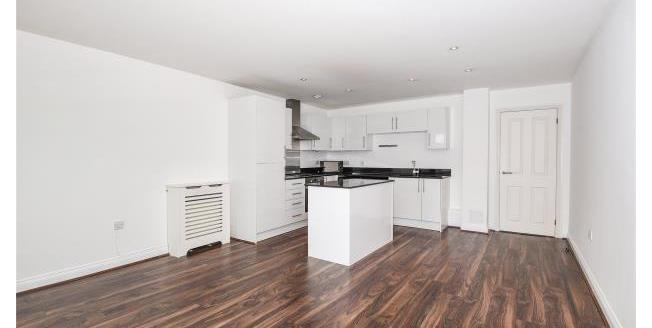 Asking Price £350,000, 2 Bedroom Apartment For Sale in Loughton, IG10