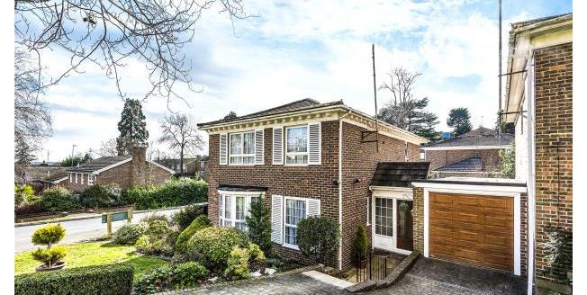 Asking Price £900,000, 4 Bedroom Detached House For Sale in Loughton, IG10