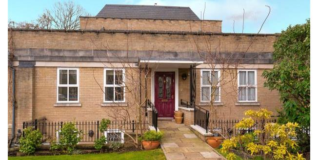 Asking Price £825,000, 4 Bedroom Mews House For Sale in Woodford Green, IG8