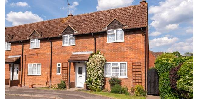Asking Price £515,000, 2 Bedroom Semi Detached House For Sale in Essex, IG7