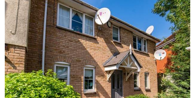Asking Price £485,000, 3 Bedroom Semi Detached House For Sale in Loughton, IG10