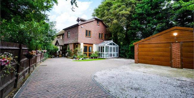 Guide Price £1,200,000, 5 Bedroom Detached House For Sale in Bromley, BR1