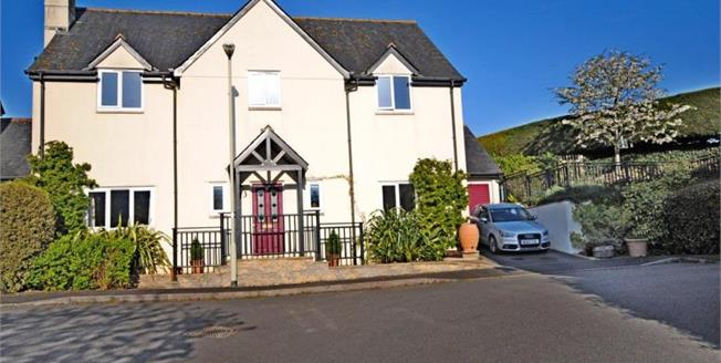 Guide Price £550,000, 4 Bedroom Detached House For Sale in Sidbury, EX10