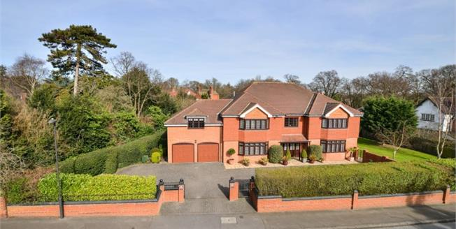 Guide Price £1,895,000, 6 Bedroom Detached House For Sale in Chislehurst, BR7