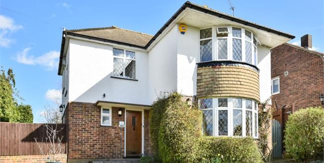 Guide Price £850,000, 3 Bedroom Detached House For Sale in Chislehurst, BR7