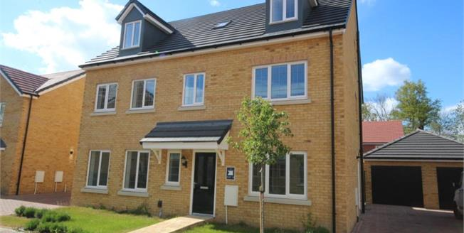 Asking Price £1,150,000, 6 Bedroom Detached House For Sale in Watford, WD17