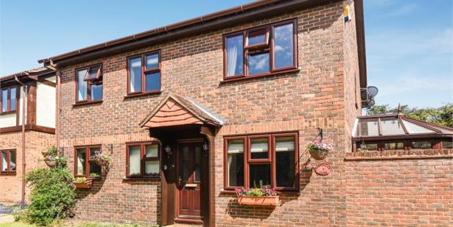 £900,000, 5 Bedroom Detached House For Sale in Bromley, BR1