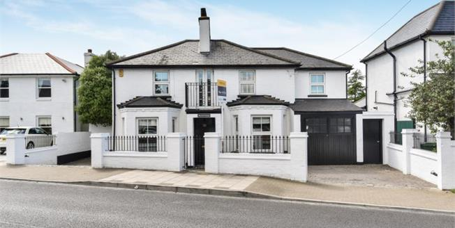 Guide Price £935,000, 4 Bedroom Detached House For Sale in Bromley, BR2