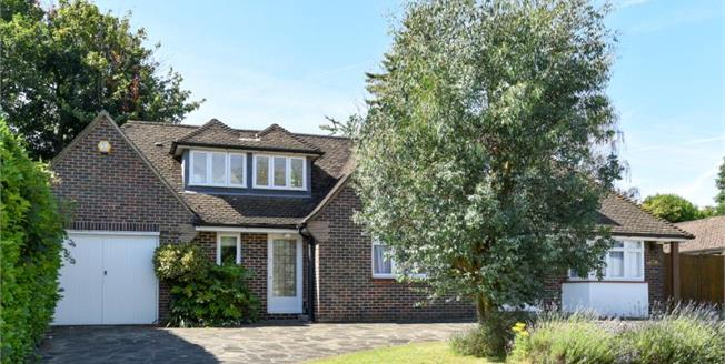 Guide Price £1,000,000, 4 Bedroom Detached House For Sale in Chislehurst, BR7