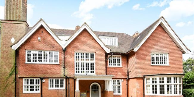 Guide Price £725,000, 2 Bedroom Flat For Sale in Bromley, BR1