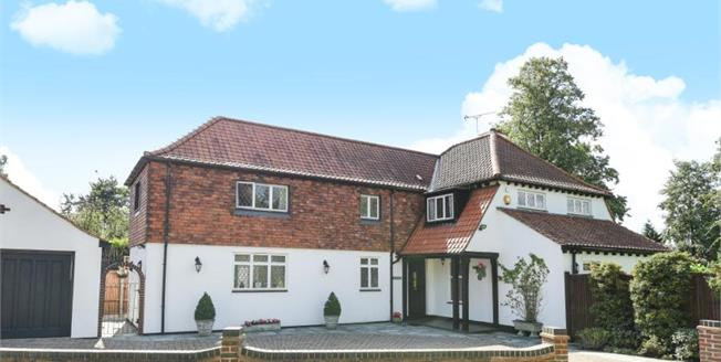 Guide Price £1,125,000, 4 Bedroom Detached House For Sale in Chislehurst, BR7