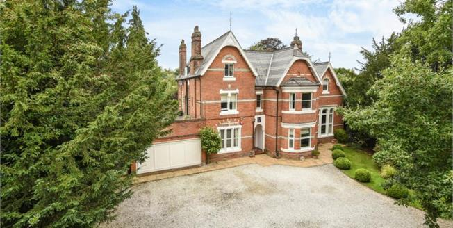 Guide Price £2,995,000, 6 Bedroom Detached House For Sale in Chislehurst, BR7