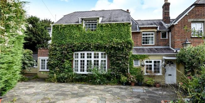 Guide Price £550,000, 3 Bedroom Semi Detached House For Sale in Chislehurst, BR7