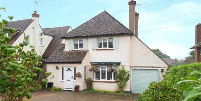 Asking Price £799,950, 3 Bedroom Detached House For Sale in Hertfordshire, EN6