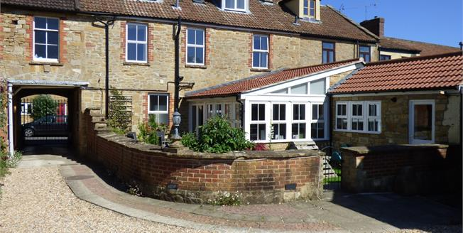Guide Price £575,000, 5 Bedroom Detached House For Sale in Martock, TA12