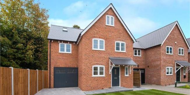 Guide Price £650,000, 4 Bedroom Detached House For Sale in Essex, RM11