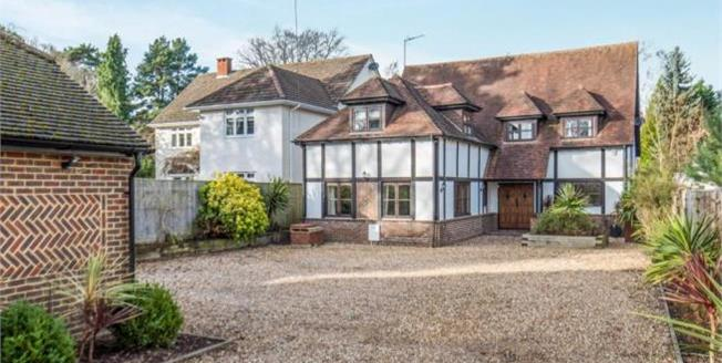 Asking Price £929,950, 5 Bedroom Detached House For Sale in Lightwater, GU18