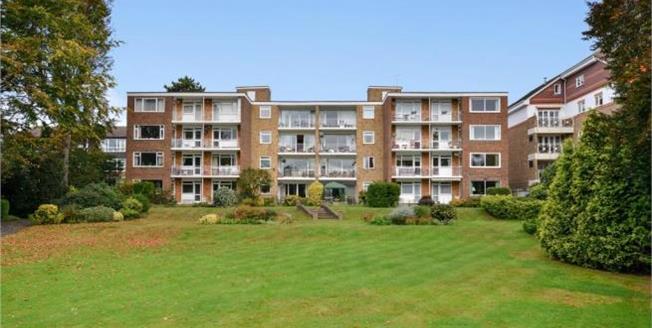 Asking Price £535,000, 3 Bedroom Flat For Sale in Beckenham, BR3