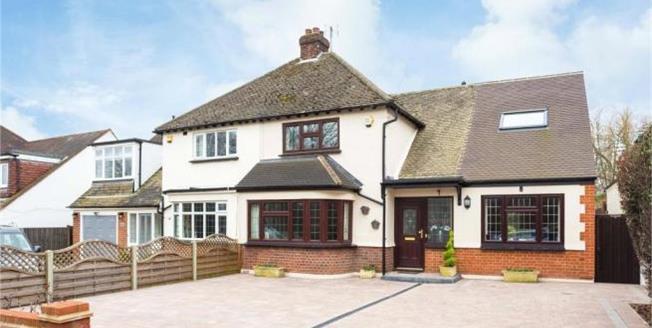 Asking Price £765,000, 4 Bedroom Semi Detached House For Sale in Goffs Oak, EN7
