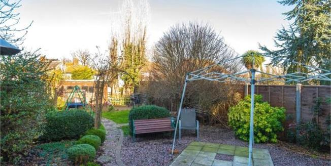 Asking Price £599,995, 5 Bedroom Semi Detached House For Sale in Cheshunt, EN7