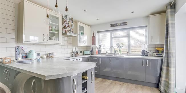 Guide Price £375,000, 2 Bedroom Maisonette For Sale in East Sussex, BN3