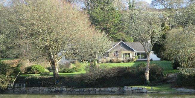 Guide Price £1,395,000, 5 Bedroom Detached House For Sale in Mawnan Smith, TR11