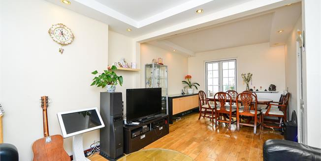 Guide Price £530,000, 4 Bedroom Terraced House For Sale in Brighton, BN1