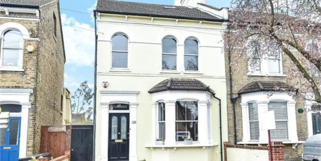 Asking Price £850,000, 4 Bedroom Semi Detached House For Sale in SE20