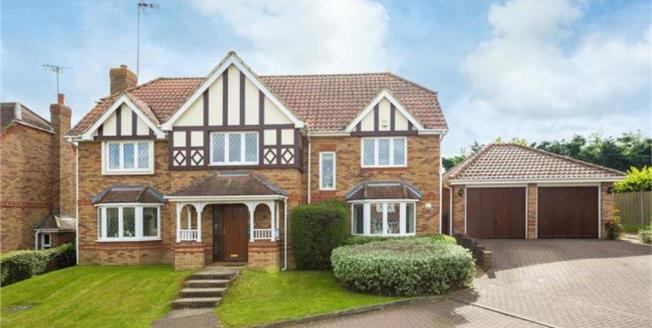 Asking Price £1,275,000, 5 Bedroom Detached House For Sale in Goffs Oak, EN7